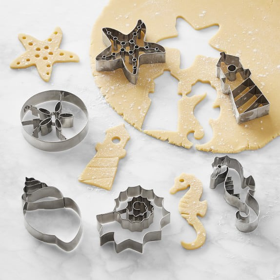clean and dry cookie cutters